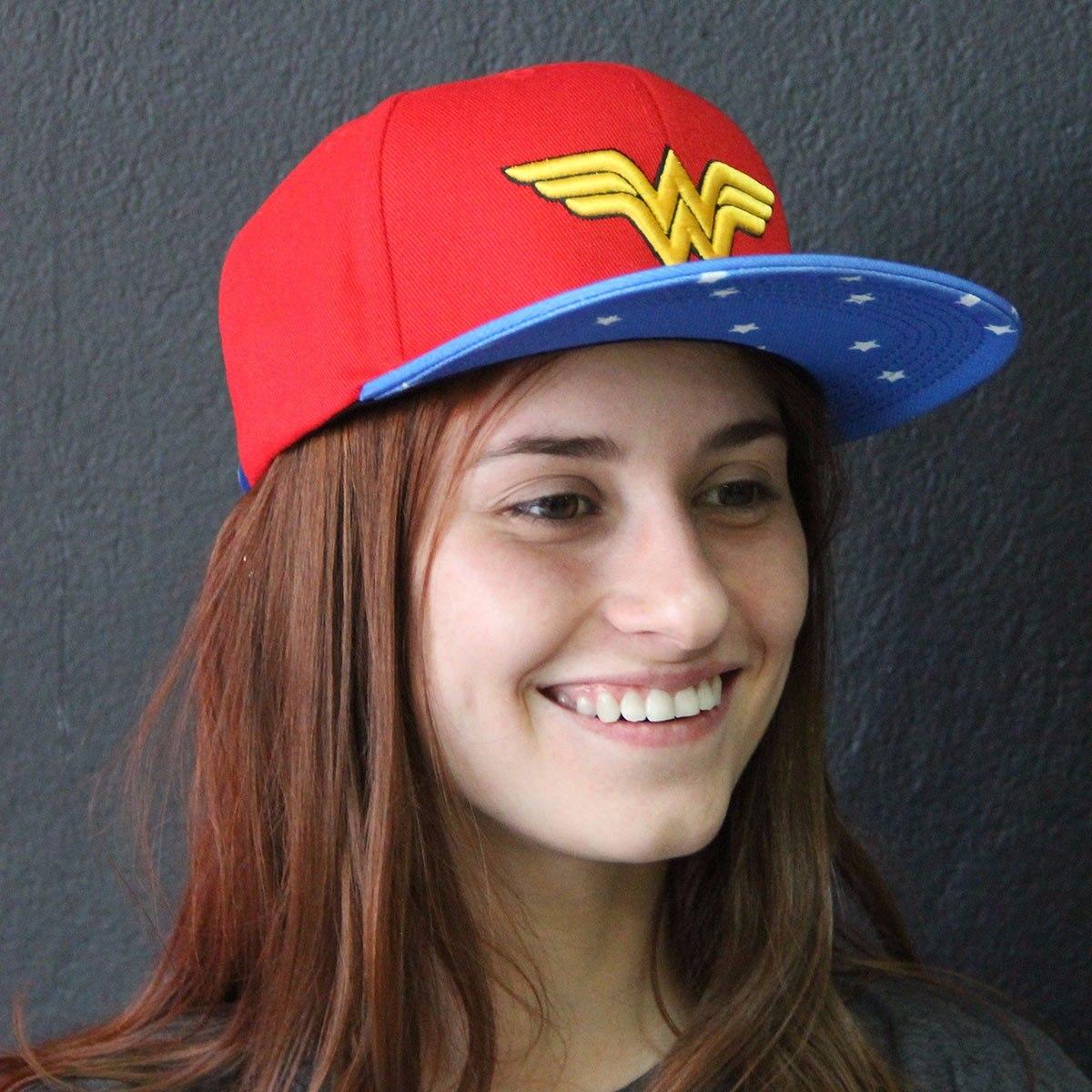 boné mulher maravilha oficial vermelho azul e amarelo. Carregando zoom. ef0a23b9037