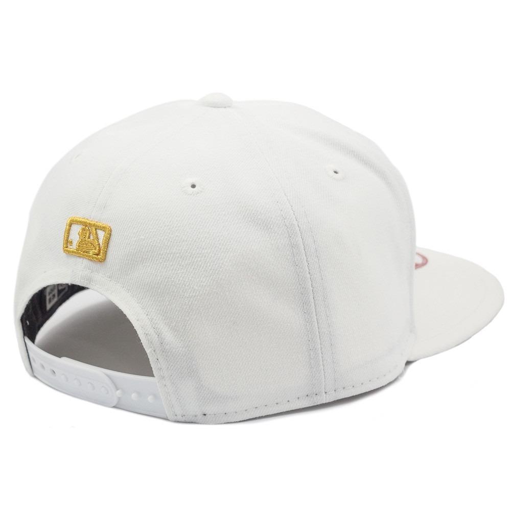 ce5111d3d6454 Boné New Era Aba Reta Los Angeles Dodgers Branco E Dourado - R  169 ...