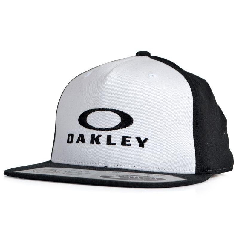c3f2b103bf Boné Oakley 110 O-justable Aba Reta Snapback Pr - R$ 219,90 em ...