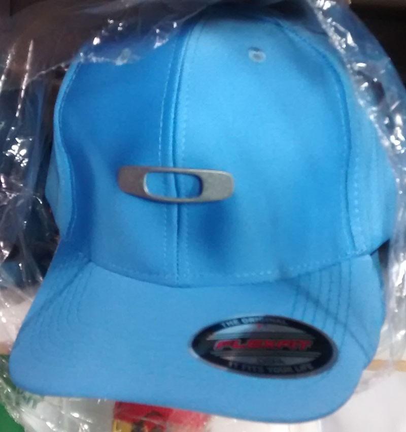 97449308fc041 Boné Oakley Flexfit Azul Aba Bonés Bone Flex Fit - R  35