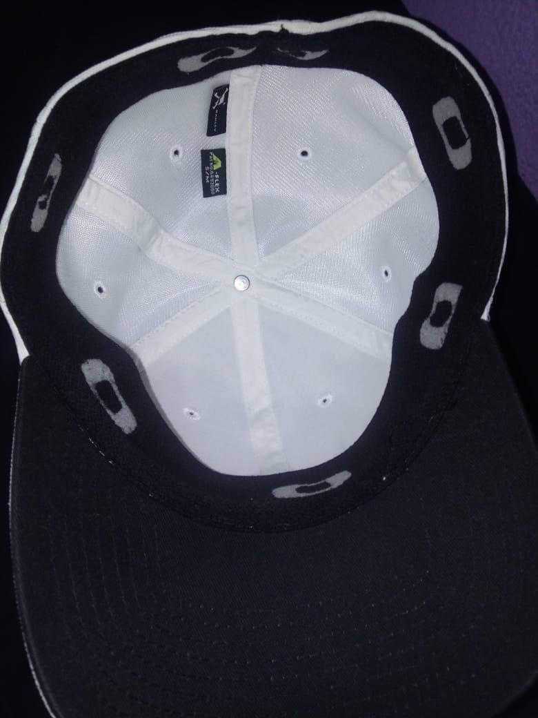 boné oakley metal gascan 1.0 branco. Carregando zoom. f024f28090e