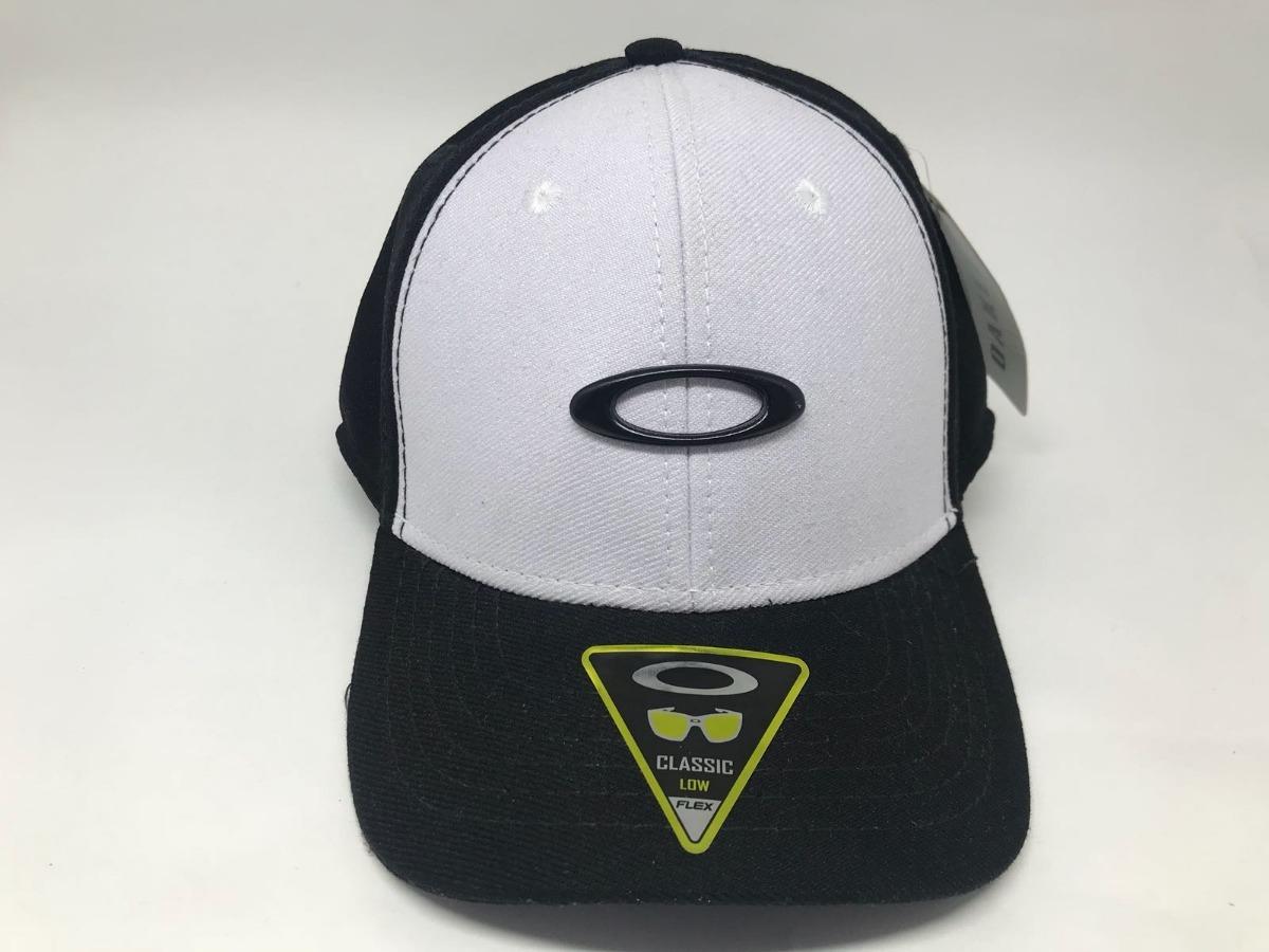 boné oakley tincan branco e preto aba curva classic low flex. Carregando  zoom. 579756331ed