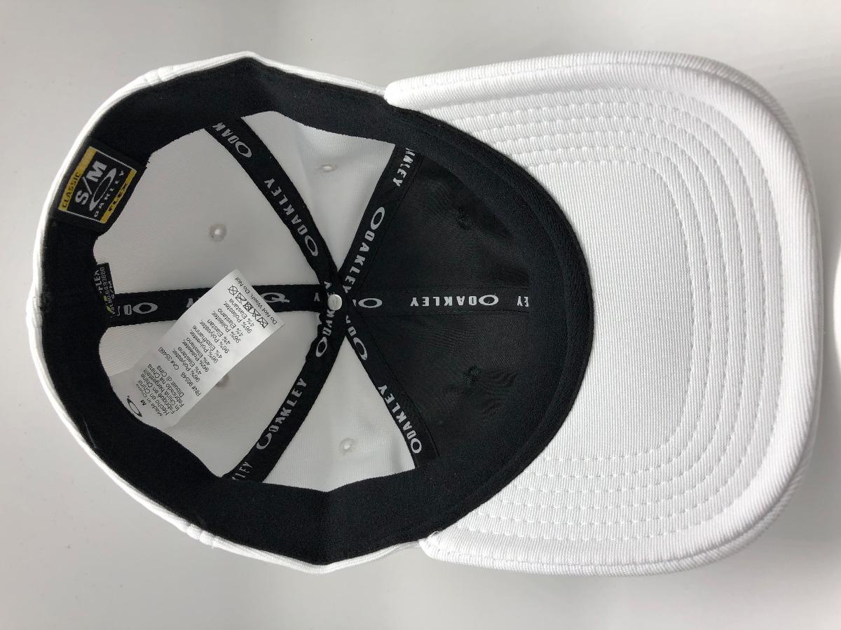 3102aed6d2e39 bone oakley tincan cap preto   branco 100% original. Carregando zoom.