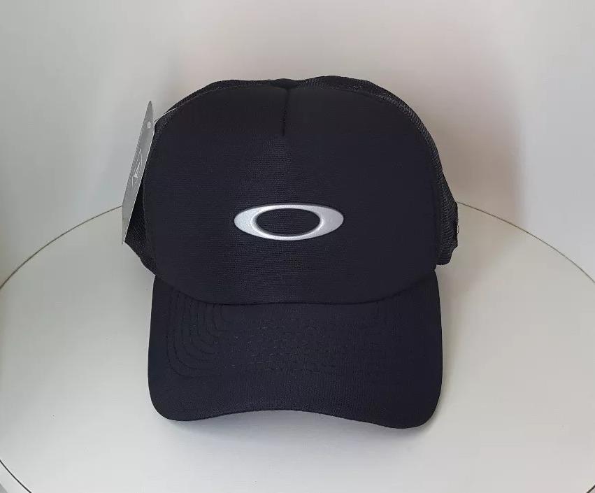 boné oakley tincan classic black preto aba curva trucker. Carregando zoom. c3392bb0011