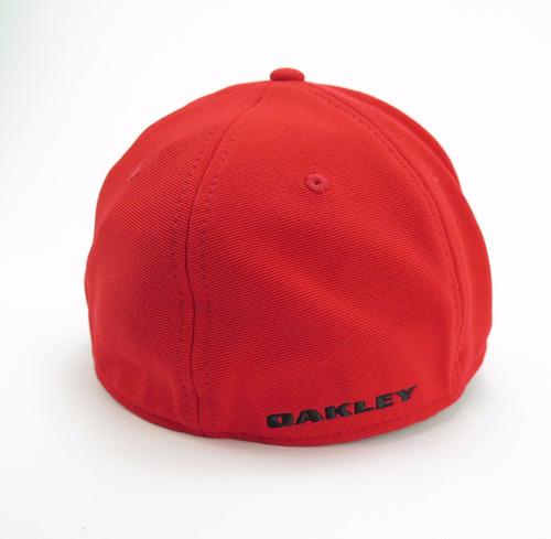 Bone Oakley Tincan Oval ( Vermelho S m ) R  179 90 em 8d686308412