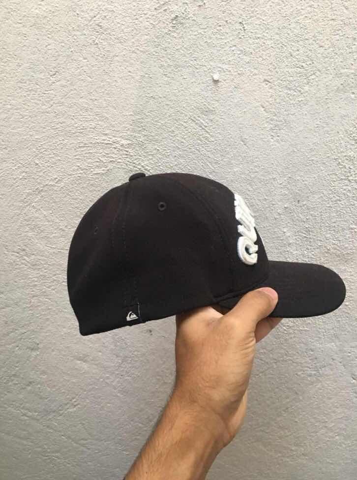 567e5ca7a9085 Boné Quiksilver Original ( Semi Novo ) - R  130,00 em Mercado Livre