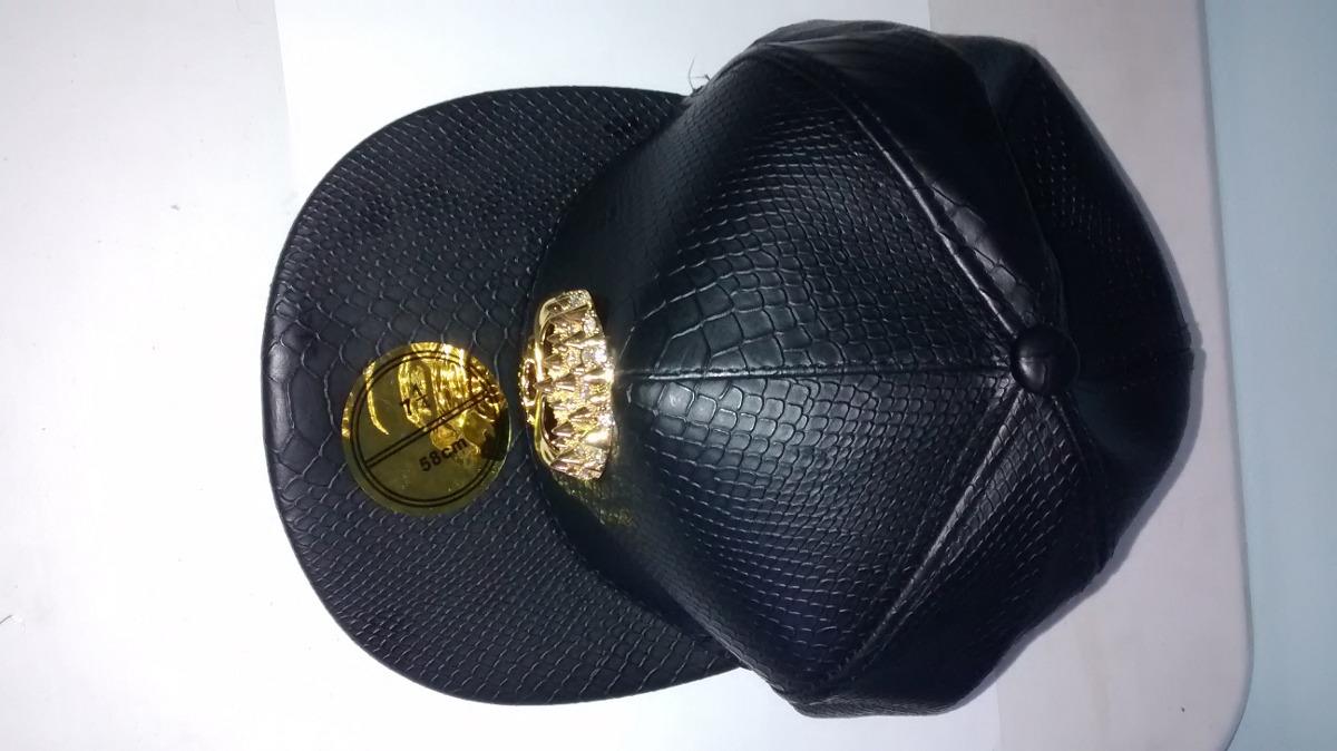 boné snapback caveira dourada em couro da moda aba reta. Carregando zoom. 01bed20273a