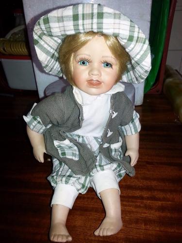 boneca antiga de porcelana