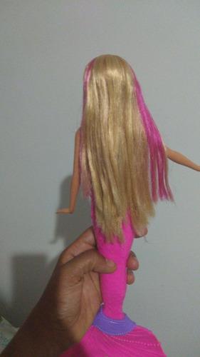 boneca barbie sereia, que acende na água.