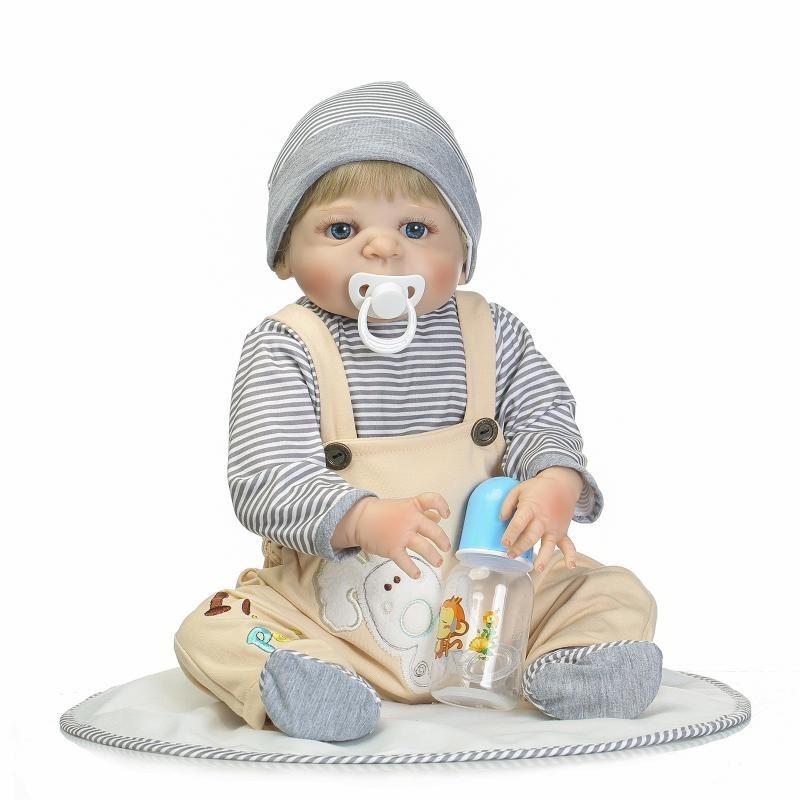 8f0f953b5 boneca bebe reborn menino loiro corpo silicone. Carregando zoom.