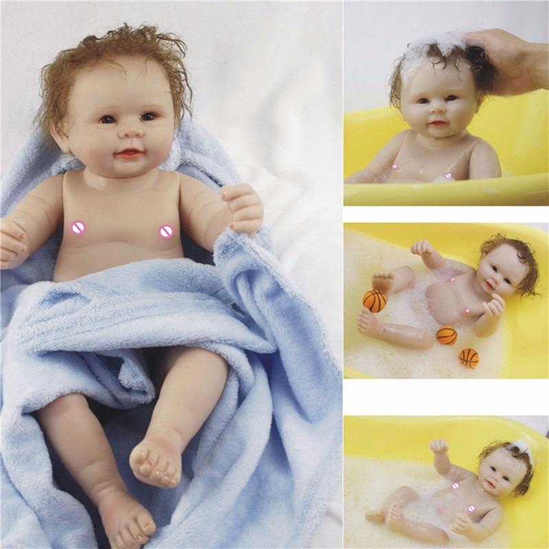 2683a40dd660 boneca reborn bebe menino 2018 pode dar banho leia anuncio. Carregando zoom.