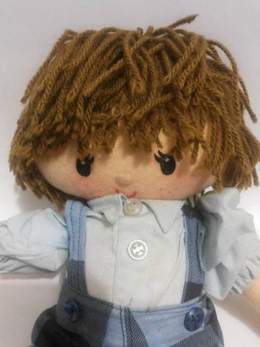 boneco de macacão em pelúcia