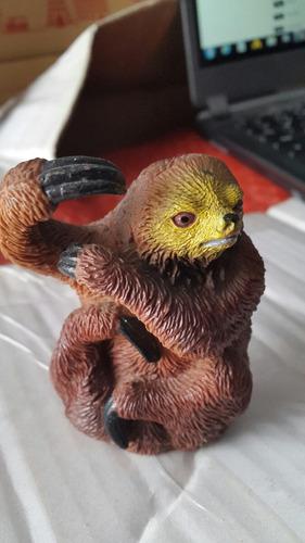 boneco figura bicho preguiça deboista