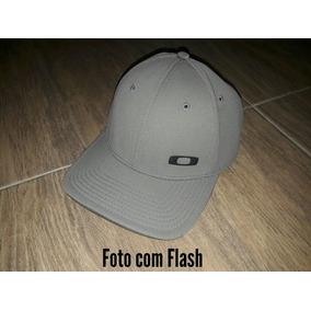 2b62c24b30608 Bone Oakley Gas Can Branco no Mercado Livre Brasil