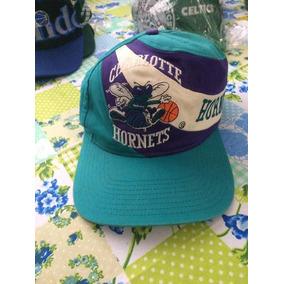 dfa359a78ecdd Boné Charlotte Hornets Anos 90 - Bonés para Masculino no Mercado ...
