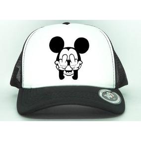 aadc93b93d060 Boné Aba Curva Trucker Mickey Mouse Mostrando O Dedo