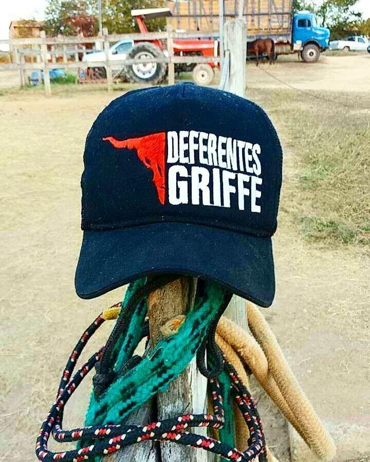 Bonés Deferentes Griffe - R  64 e78ee5d9993
