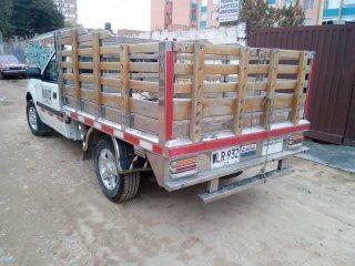 bonita camioneta de trabajo.carroceria de estacas