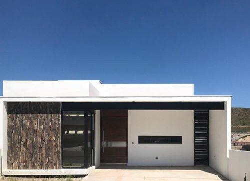 bonita casa con muy buena ubicación.