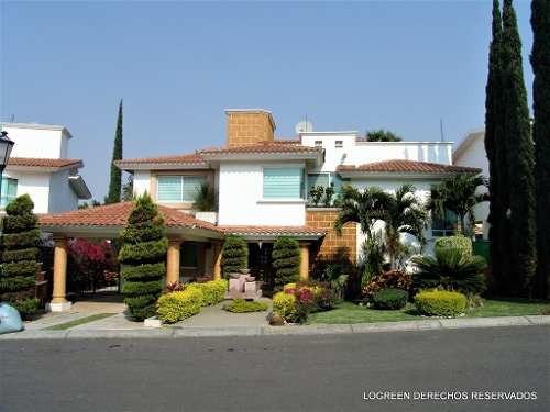 bonita casa con un enorme jardin, palapa y alberca con jacuz