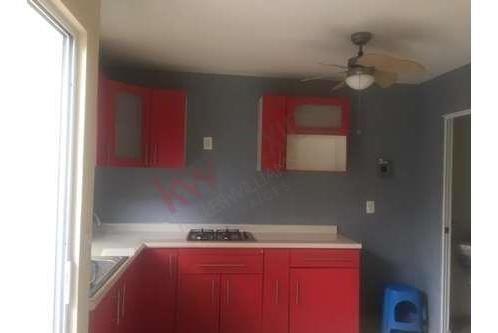 Bonita Casa De 2 Niveles Cocina Integral Bien Cuidada Patio