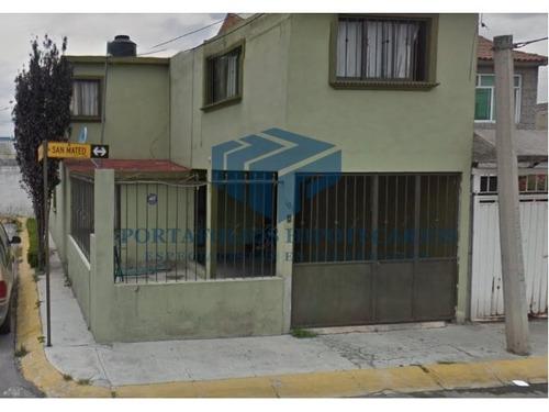 bonita casa en esquina 2 pisos