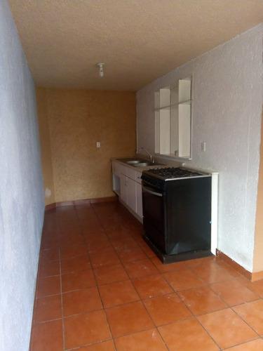 bonita casa en renta, incluye servicios!
