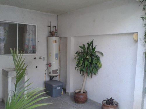 bonita casa en renta muy iluminada en fraccionamiento con vigilancia las 24 horas