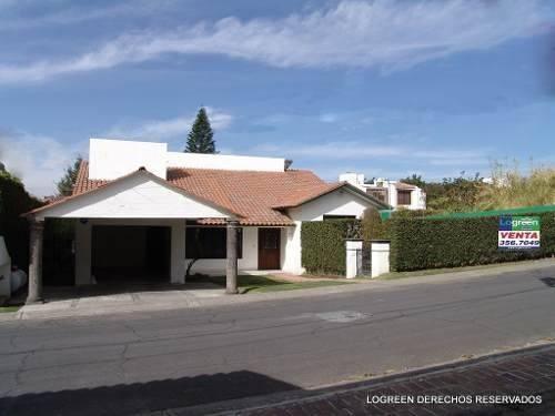 bonita casa estilo californiano, con amplio jardín y centric