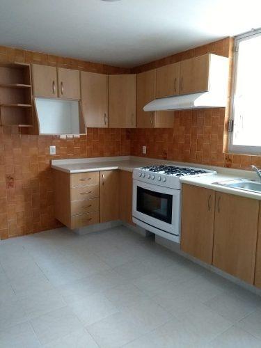 bonita casa, fraccionamiento cerrado, agradable y funcional.