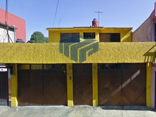 bonita casa habitacional desarrollada en 2 niveles