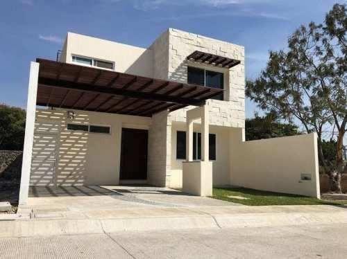 bonita casa nueva, minimalista.