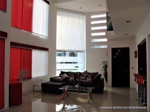 bonita casa seminueva de moderno diseño con mucha luz natura