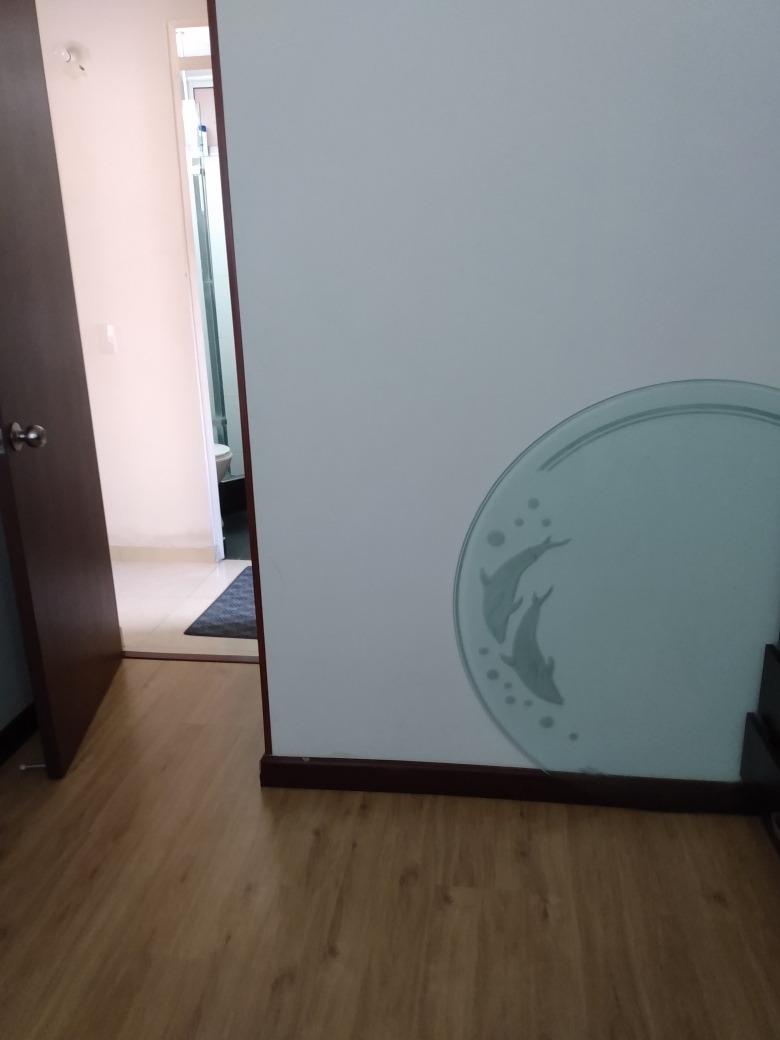 bonita habitación, con ascensor en conjunto privado.