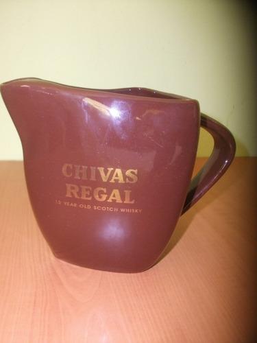 bonita jarra de loza whisky chivas regal marron wiskera