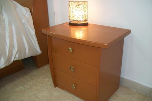 bonitas mesas de noche de 3 gavetas en color cerezo o negro