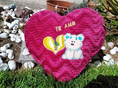 bonito corazon bordado violeta de 40 cms