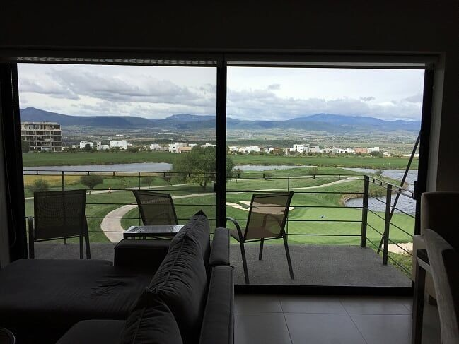 bonito departamento en venta en zibata vista al campo de golf