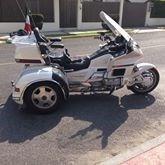 bonito  triciclo listo para vajar a cualquier parte