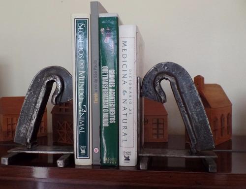 bookend - livros - trilho de trem - vintage industrial