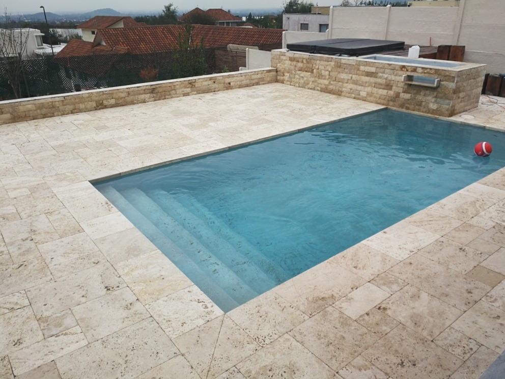 Bordes de piscina en piedra natural en mercado - Piedra natural para piscinas ...