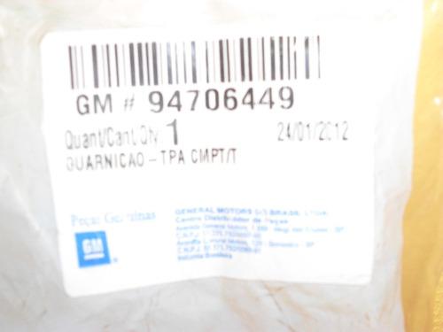borracha da tampa traseira (malas) prisma 07/12 original gm