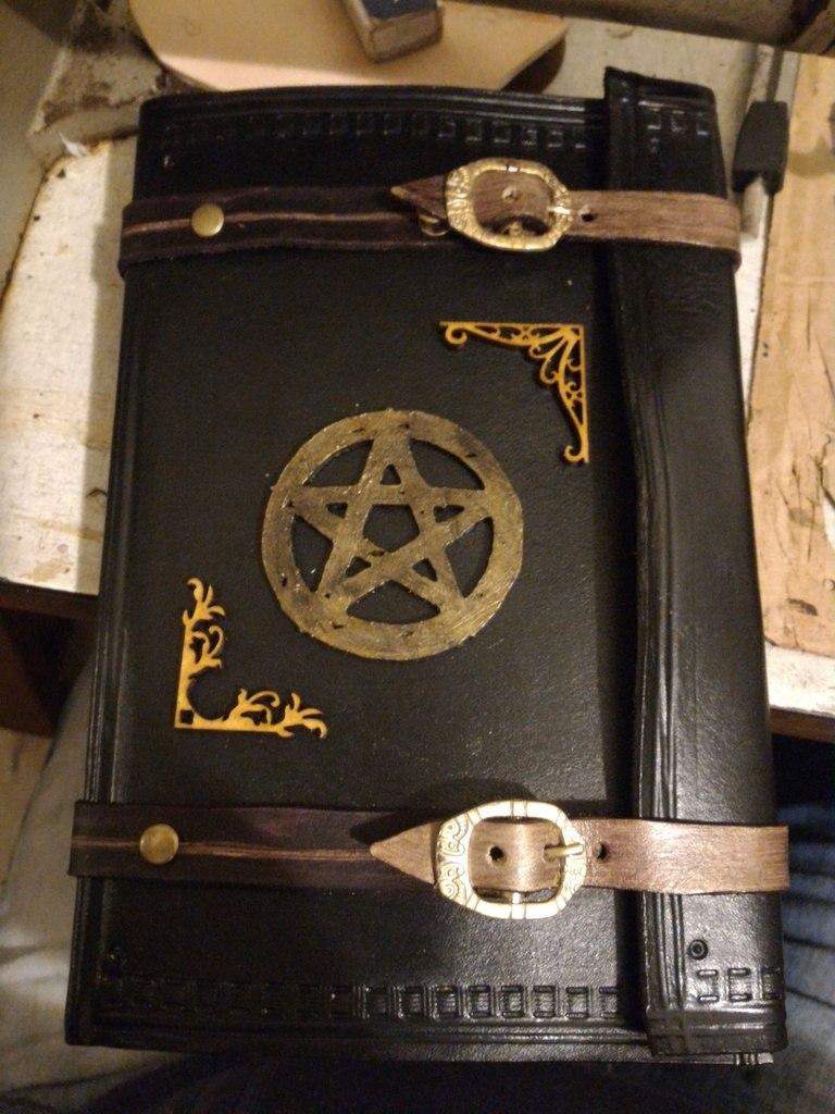 Bos ( Livro Das Sombras )capa Em Couro Wicca Grimorio - R