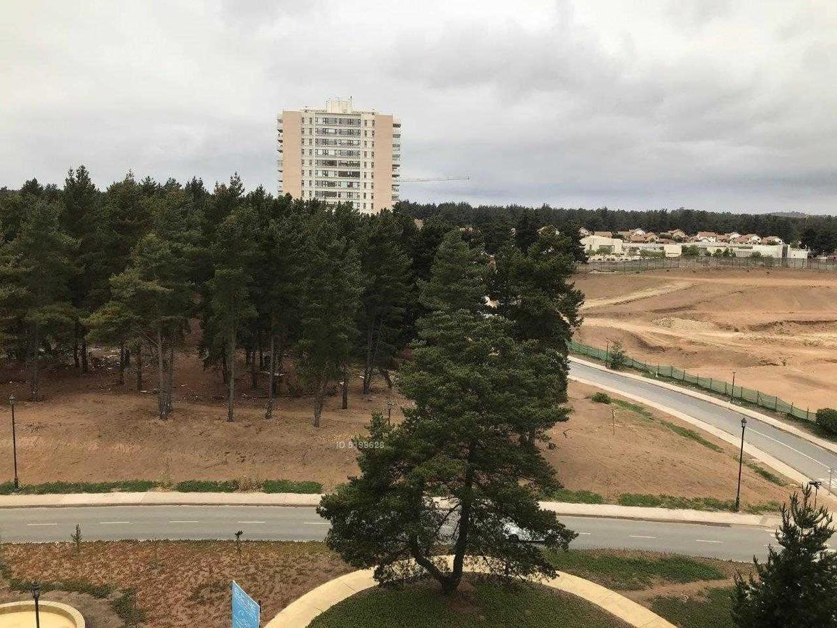 bosques de montemar, 2 estacionamientos, excelente estado, poco uso, de grandes espacios.