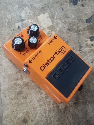 boss ds-1 classic distortion effects pedal