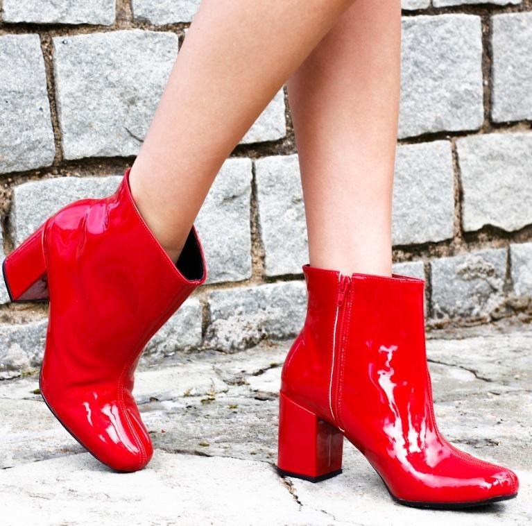 d24dc238ea Bota Ankle Boots Salto Grosso Zatz Cano Curto Vermelha - R  199