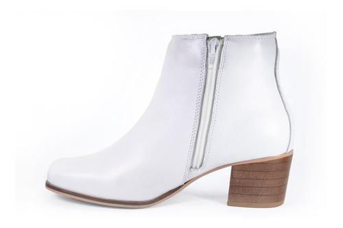 bota branca couro de carneiro bico quadrado super conforto