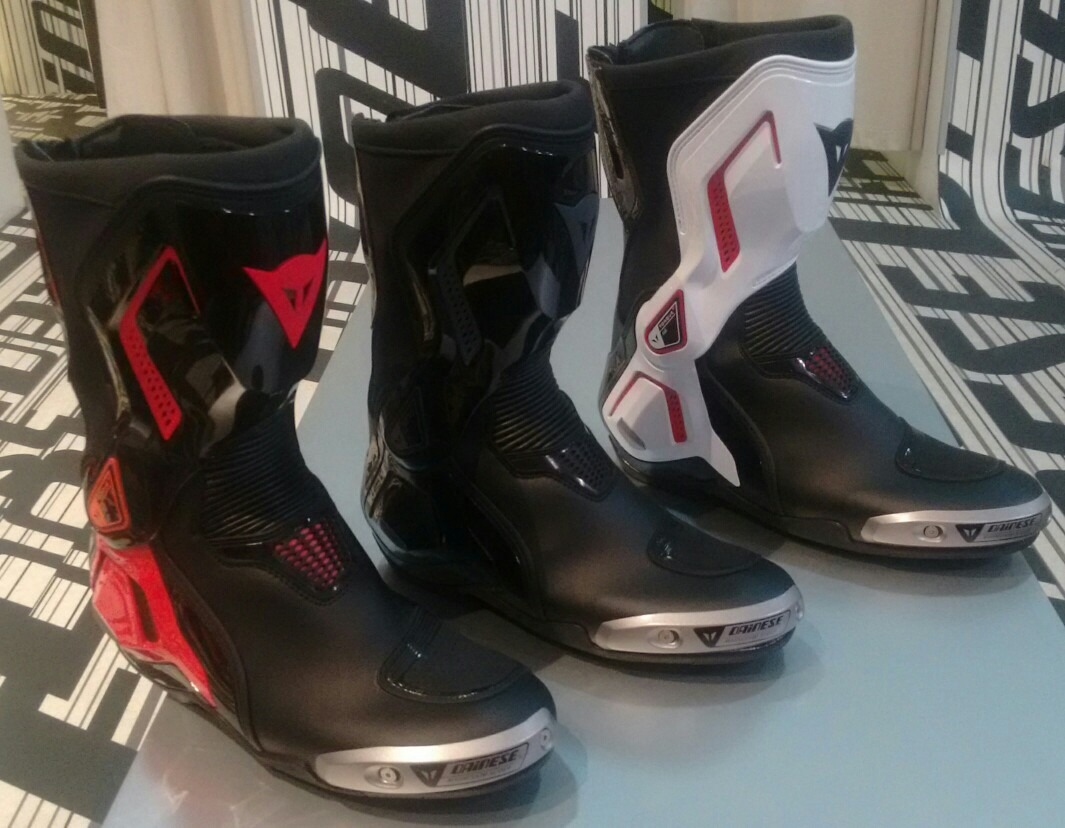 bota dainese torque out d1 r em mercado livre. Black Bedroom Furniture Sets. Home Design Ideas