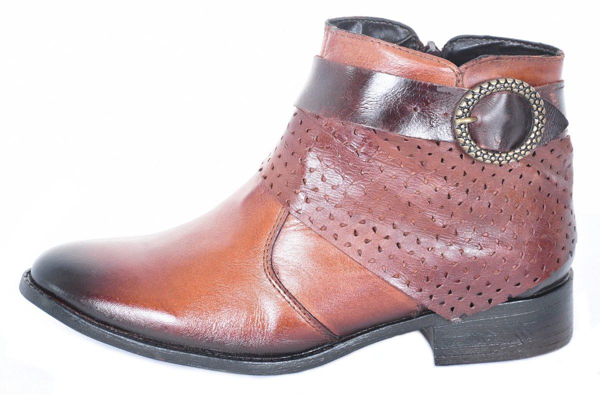 ... bota feminina cano curto salto baixo couro legítimo marrom. Carregando  zoom. 918d6ae4255d7
