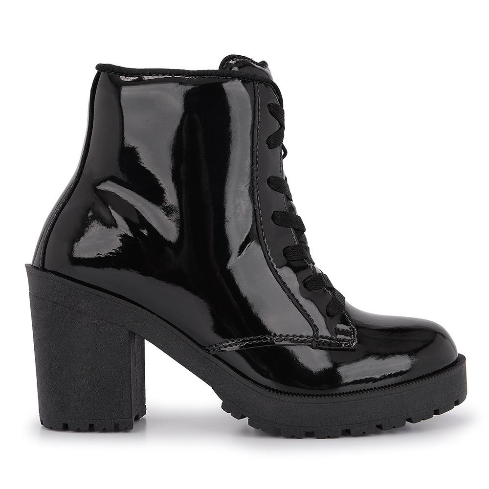 538a202520 bota feminina cano curto salto tratorada preta verniz 5009. Carregando zoom.